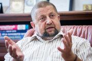 Štefan Harabin je bývalý minister spravodlivosti za HZDS v prvej vláde Roberta Fica (Smer). Bol tiež šéfom Najvyššieho súdu.V blížiacich sa parlamentných voľbách kandiduje, ako nezávislý.