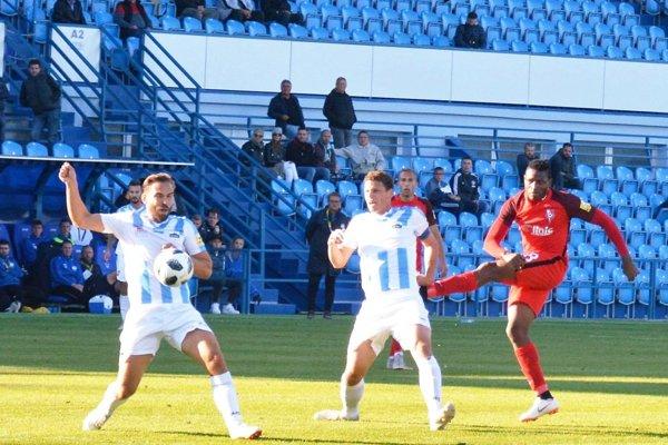 V prvom vzájomnom zápase Nitry so Sereďou sa tešil nováčik. Vtedy bol ŠKF uvádzaný ako domáci tím.