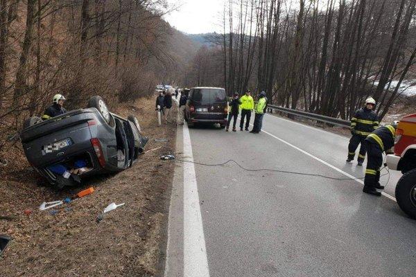 fotka z miesta nedeľnej nehody.