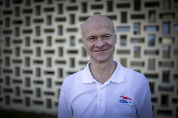 Karol Hornáčekje prezidentSlovenskej spoločnosti fyziatrie, balneológie aliečebnej rehabilitácie a odborný garantKatedryfyziatrie, balneológie a liečebnej rehabilitácie na Slovenskej zdravotníckej univerzite. Pôsobí v ambulanciifyziatricko-rehabilitačného oddelenia na Ružinovskej poliklinike v Bratislave.