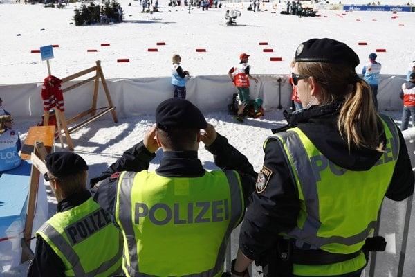 Policajti počas razie zatkli športovcov (ilustračný obrázok).