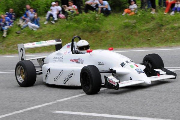 """Moris Cup bol populárny aj vďaka účasti """"formulových"""" vozidiel."""