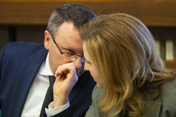 Na snímke členovia výboru zľava Tibor Bernaťák (SNS) a Irén Sárközy (Most-Híd).