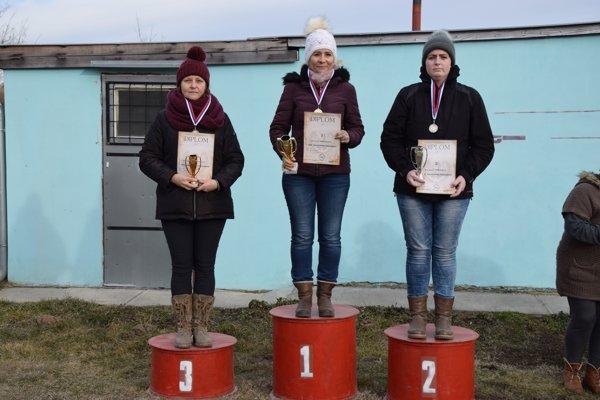 Trojica najlepších vkategórii žien. Zľava Annamária Urbanová, Adriana Nosianová aBarbora Čudaiová.