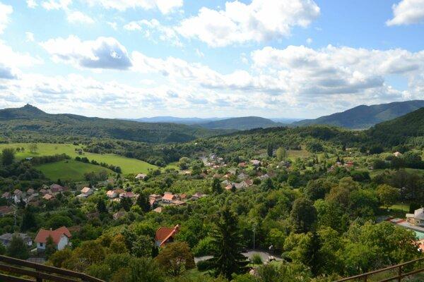 Výhľad z hradu Šomoška.