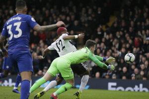 Kepa Arrizabalaga zasahuje v zápase Fulham - Chelsea.