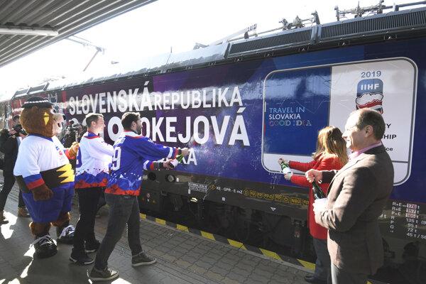 V Košiciach pokrstili špeciálny IC vlak Macejko.