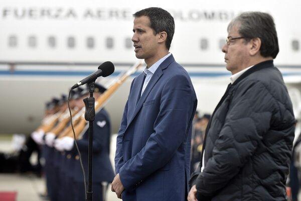 Guaidó pristál v pondelok na medzinárodnom letisku Simóna Bolívara neďaleko Caracasu.