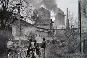 Horiaci mlyn cukrovaru v Šuranoch.