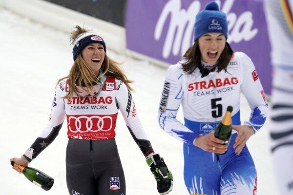 Petra Vlhová (vpravo) s Mikaelou Shiffrinovou.