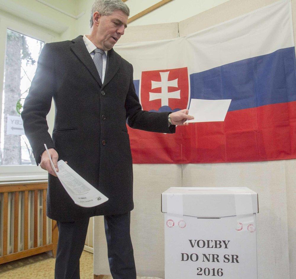 Predseda strany Most-Híd počas volebného aktu.