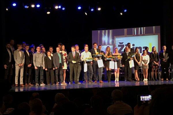 Spoločná fotografia všetkých ocenených.