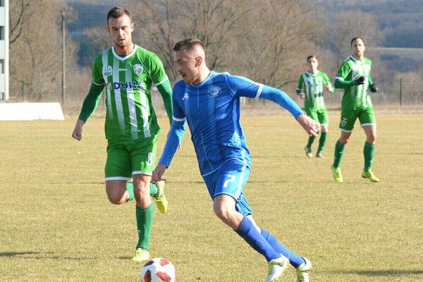 Futbalisti Lokomotívy Košice zdolali v súboji namočených tímov Prešov 2:1.