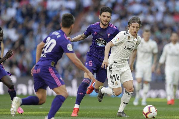 Luka Modrič medzi hráčmi Celty Vigo, archívna snímka.