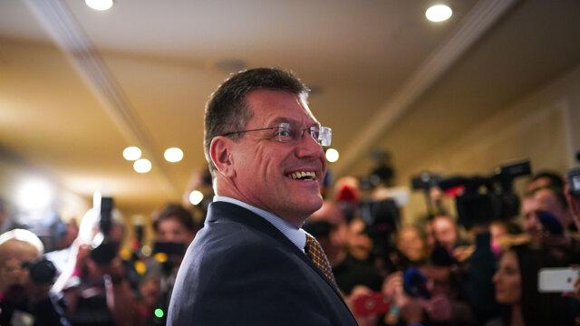 Maroš Šefčovič bol počas volebnej noci v dobrej nálade.