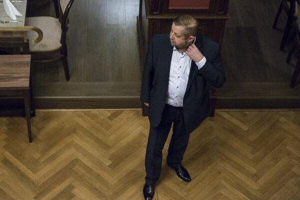 Štefan Harabin vo svoje volebnej centrále.