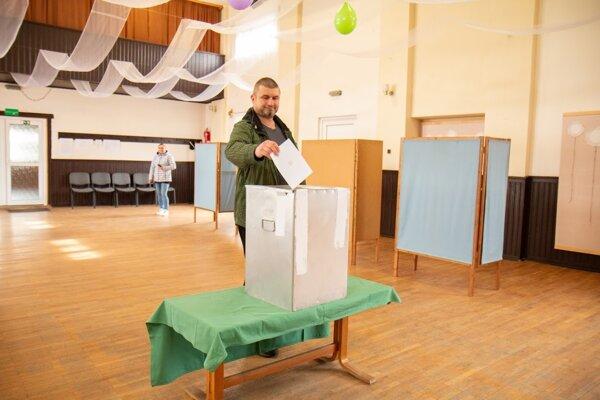 V Starej Kremničke síce zvíťazila Čaputová, no Kotlebu si vybral napríklad Martin Sekereš. Podľa jeho slov ho považuje za pronárodného kandidáta, ktorý sa vymedzuje voči Európskej únii.