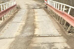 Už aj dočasné mosty čoskoro doslúžia.