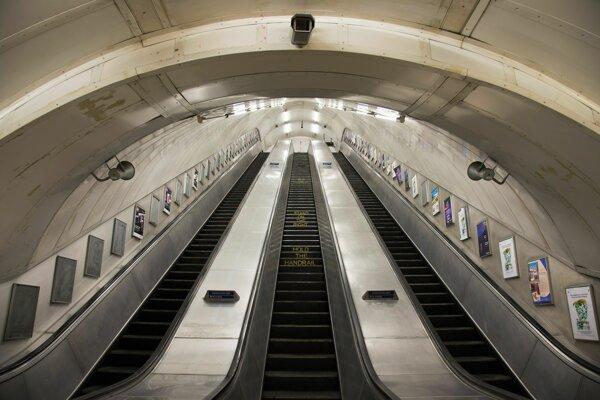 Ako používate eskalátor? Stojíte alebo kráčate po ľavej strane?