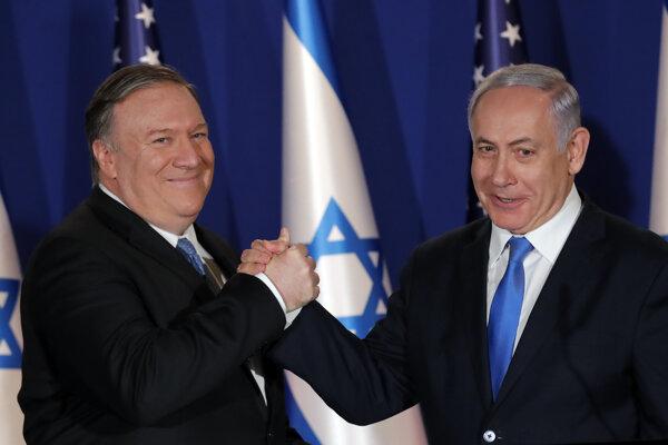 Šéf americkej diplomacie Mike Pompeo a izraelský premiér Benjamin Netanjahu.