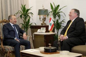 Mike Pompeo a libanonský minister Gebran Bassil.