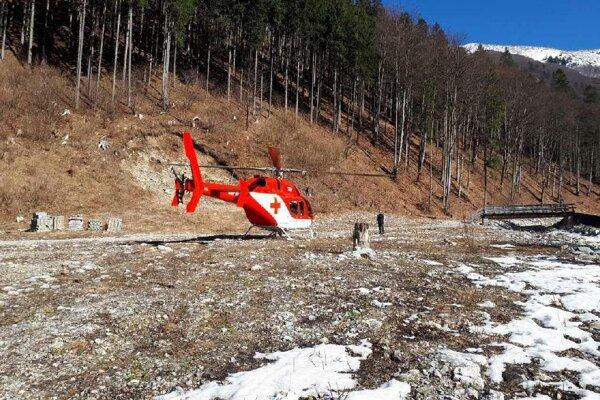 Zraneného paraglajdistu letecky transportovali do martinskej nemocnice.