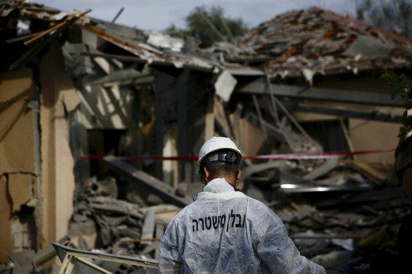 Raketa zasiahla obytný dom v strednej časti Izraela.