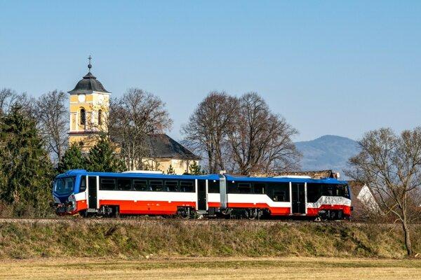 Vlaky už jazdia z pražského Masarykovho nádraží do Čakovíc a späť.