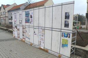 V kampani oficiálne plochy v centre Prievidze využilo len trinásť strán.