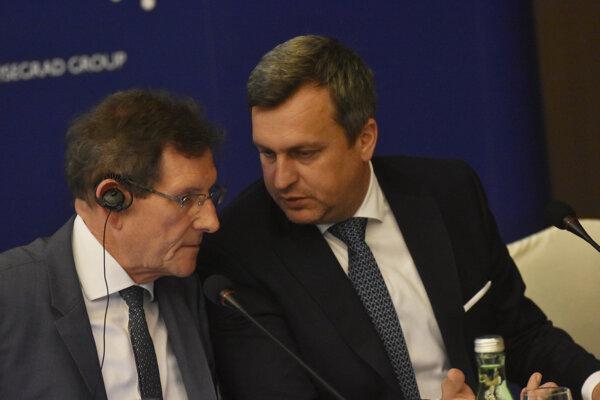 Predseda Národného zhromaždenia Beneluxu Gusty Graas (vľavo) a predseda Národnej rady SR Andrej Danko (vpravo) počas tlačovej konferencie po stretnutí predsedov parlamentov Vyšehradskej štvorky (V4) a štátov Beneluxu v Piešťanoch.