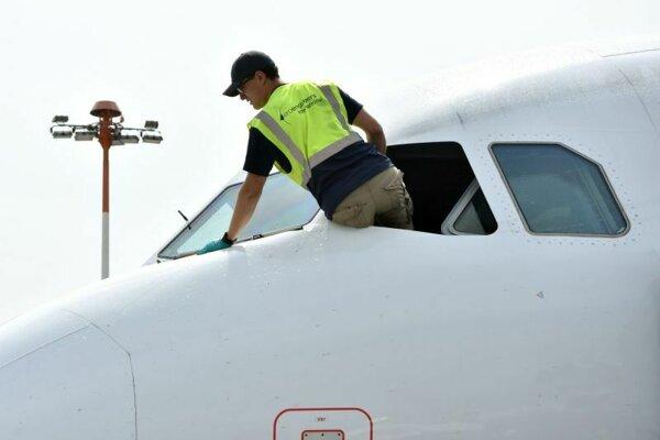 Údržba lietadla typu Airbus A320.