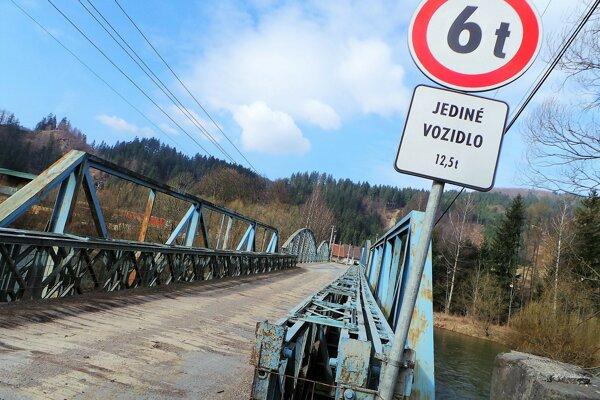 Výsledky diagnostiky mosta viedli kzníženiu nosnosti.