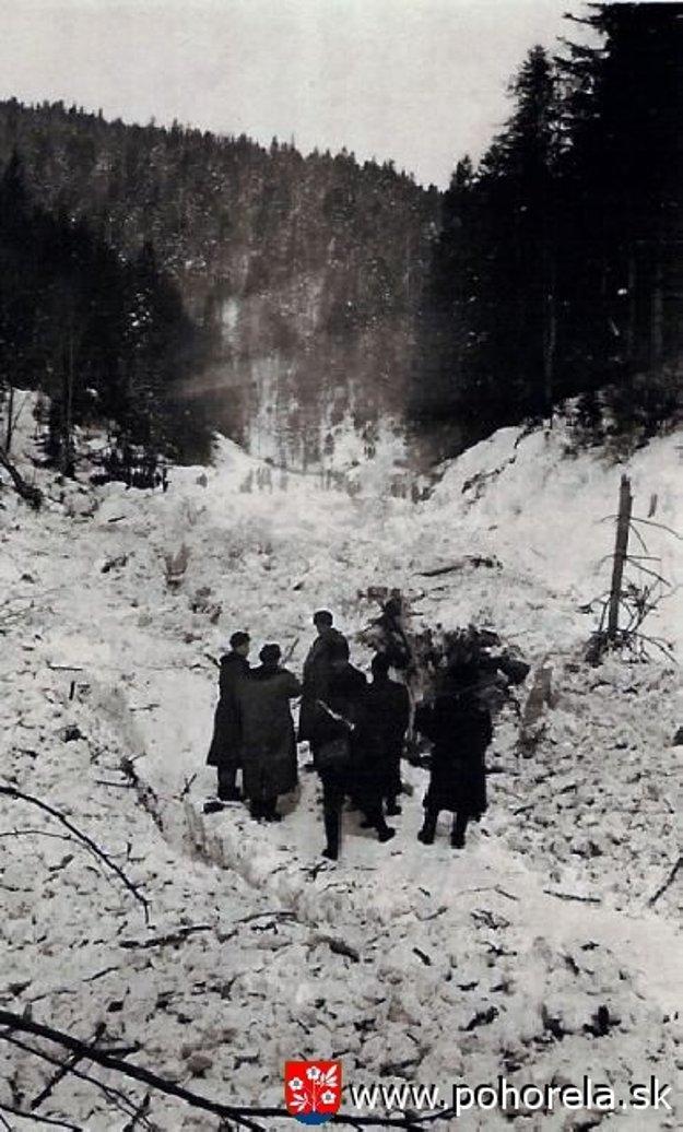Na záchranných prácach sa v tom čase zúčastnili stovky záchranárov.