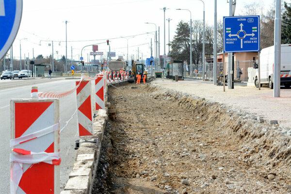 V Košiciach sa postupne opraví viac ako dvadsať autobusových zastávok.
