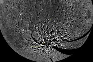 Mozaikový záber južného pólu Mesiaca.