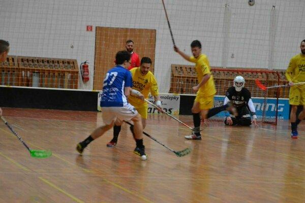 Púchov (v žltom) delia od prvenstva už len dve výhry.