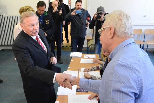 Bývalý slovenský prezident Rudolf Schuster odovzdal svoj hlas v Košiciach.