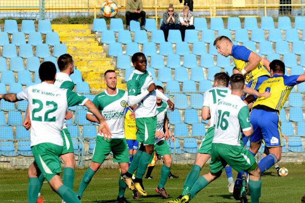 V šlágri jarnej časti tretej ligy si Košičania doma poradili s Vranovom nad Topľou 2:1.