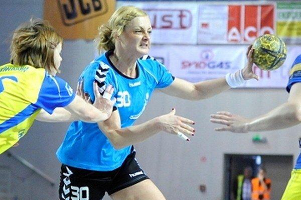 A. Polláková bola ťahúnkou tímu ŠKP Piccard Senec v slovensko–českej súťaži WHIL. Zdobila ju výborná strelecká fazóna.