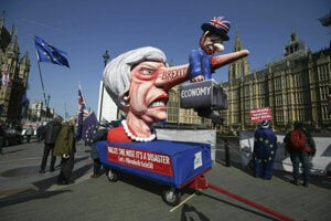 Poslanci v pondelok opäť debatovali o brexite.