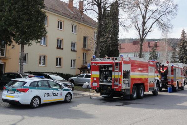 Hasiči dnes zasahovali na Pribinovej v Môťovej.