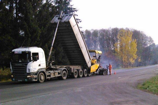 Dopravné obmedzenie súvisiace s opravou cesty prvej triedy potrvá do 1. decembra.