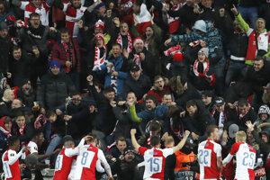 Futbalisti Slavie sa tešia s fanúšikmi po výhre vo štvrtkovom odvetnom zápase osemfinále Európskej ligy UEFA 2018/2019 Slavia Praha - FC Sevilla v Prahe 14. marca 2019.