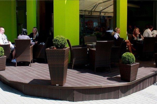 Kaviareň prešla rekonštrukciou a kombinuje eleganciu, jedinečnosť s modernosťou.