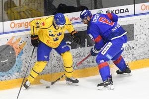 Michal Sersen bojuje o puk.