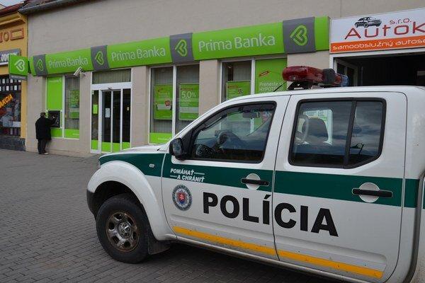 V lučeneckej pobočke Prima banky výbušninu nenašli.
