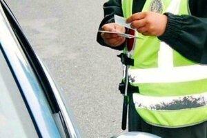 Policajti opäť zadržali podgurážených vodičov.