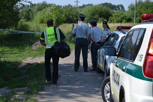 Zavraždeného muža a ženu objavili a ohlásili polícii 17. júna večer v rodinnom dome v časti Malá Ves.