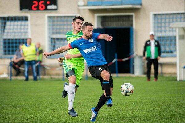 Belušan Michal Hrenák (v modrom) skóroval proti Novému Mestu.