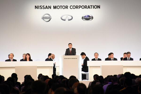 Výkonný riaditeľ firmy Hiroto Saikawa na pondelokovom stretnutí akcionárov Nissanu.